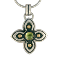 Niniane Pendant with Gem in Peridot