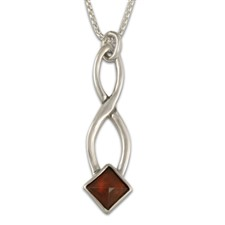 Twist Pendant in Garnet